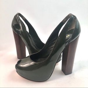 Bebe vintage retro thick heel peep toe green shiny